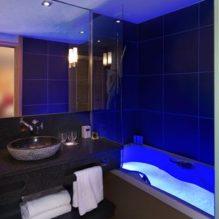 Salle de bain baignoire lumiere bleue
